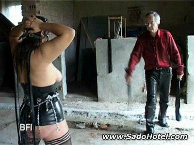 Slavegirl يحصل على مقاليد