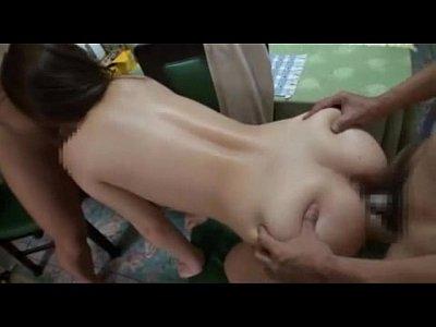 学生時代の友達の夫を中出しで寝取る巨乳美女