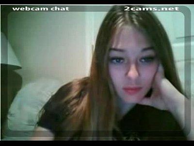Amadora rabuda se masturbando na webcam