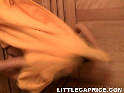 Little Caprice E Sabrina Bionda Baciare E Dito Cazzo Nella Sauna
