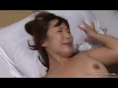 【熟女動画】背徳…淫液で溢れた娘のアソコを貪る義父。近親相姦セックスにハマるアラフォー美女