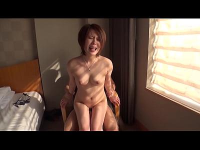 ショートカットの巨乳お姉さんがホテルの一室で本性丸出しセックス