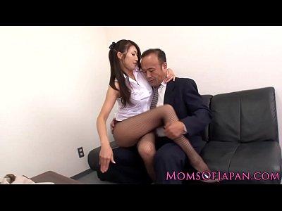 小早川怜子は取引先の営業マンを誘惑して大胆セックスで契約を取る淫乱痴女