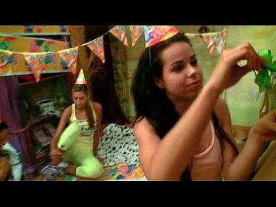 Kiki Ottiene Un Grosso Cazzo di regalo Per la Sua Festa di Compleanno di 18anni