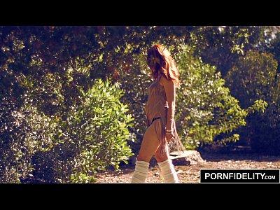 Pornfidelity الإسبانية أحمر العمارنة ميلر مارس الجنس من الصعب