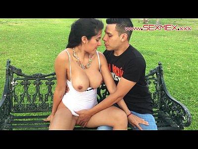 Cachonda mexicana con ricas tetas es grabada en este video porno cuando esta cogiendo al aire libre