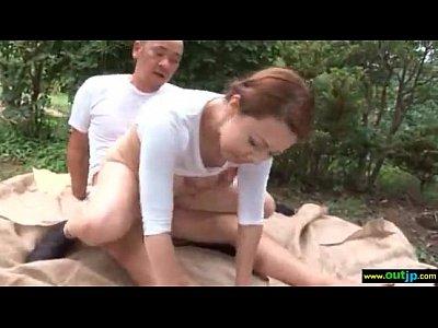 ムチ尻の美熟女が野外でおじさんと青姦しながらあえぎまくる 風間ゆみ