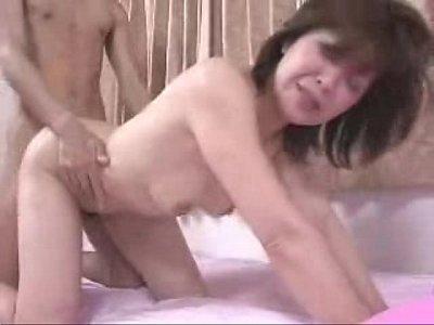 東千津子 欲情した息子に勃起ペニスをねじ込まれ近親相姦で中出しまでされる四十路熟女…