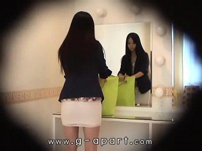 Japanese Voyeur xxx: HiddenCam Peeping inside the skirt of a slender japanese girl