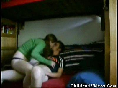 كلية صديق مارس الجنس في السرير