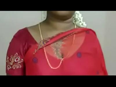 Hot Mallu Servant Aunty Saree Drop to impress Young boys