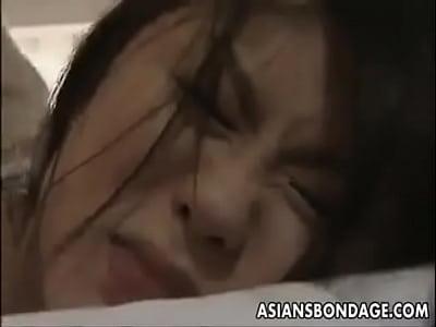 美熟女が後手に縛られながら寝バックされる倍速動画