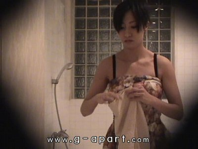 盗撮日本少女マコ東尾浴室