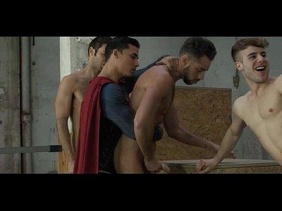 Vídeos Gratis Gay young studs fuck by superman and batman
