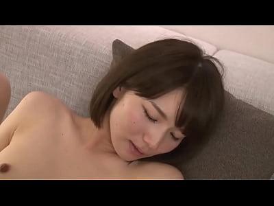 【穂高結花(ほだかゆうか)】素人の童貞男子と筆下ろしセックスするショートヘア美少女