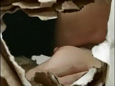 美人妻が寝取られレイプされてしまう昭和風のエロ動画