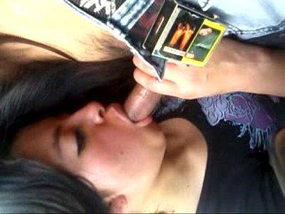 Le gusta estar mamando verga a esta puta mexicana, cuando esta en un coche siendo grabada en este video porno