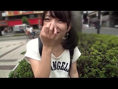 普通な感じの娘がカメラの前でオマンコおっ広げてエッチしてる
