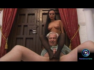 Porno video: Luscious Valentina Velasquez gives sensual footjob to grandpa