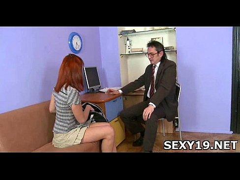 Трогает ее пока она спит порно видео фото 560-336