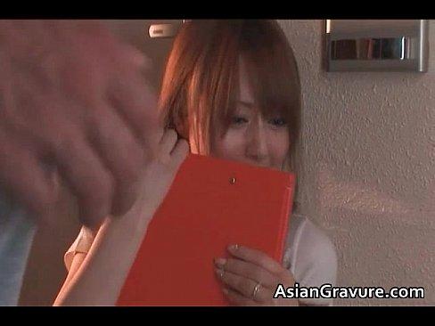 【吉沢明歩】エッチなギャルが熟練のテクを駆使してフェラ&手コキで陵辱...
