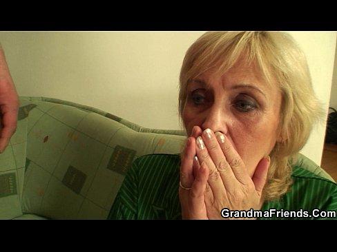 Femeie Blonda La 40 De Ani S-Ar Fute Rau Tare Dar N-Are Cu Cine