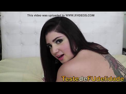 Novinha tarada adora sexo anal