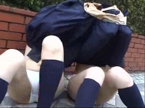 【JK動画】辱めを受ける女子校生たち…スカートで巾着にされて下半身を強制露出