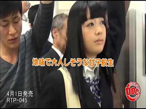 電車で地味目JKに痴漢したら向こうから舌を絡めて接吻してきたw