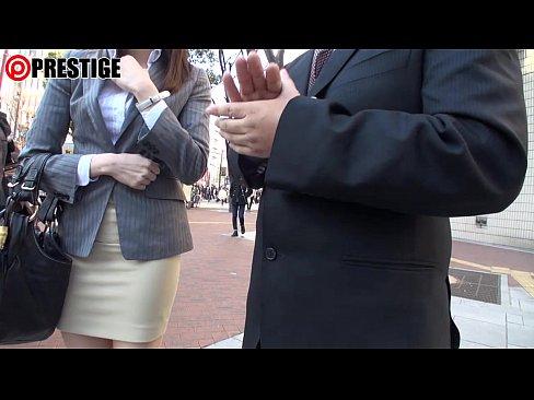 【ナンパ動画】オフィス街で人妻OLをインタビューと表しパコるナンパ師