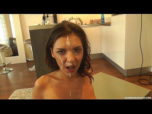 Videos de Sexo Video porno magrinha linda mamando rola