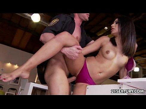 порно видео секс с подтянутой красоткой и большой грудью