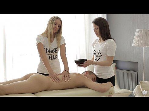 Duas Massagistas Fodem E Fazem Anal Com Cliente