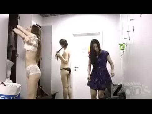 【盗撮動画】マジ最高!フィットネスクラブの女子ロッカーなんてババアの巣窟だと思ったらここは美女ばっかの楽園w