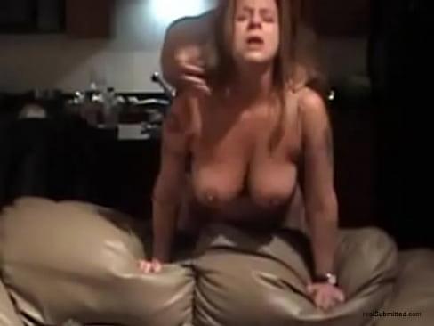 Namorada milf levando gostoso e gemendo no sexo