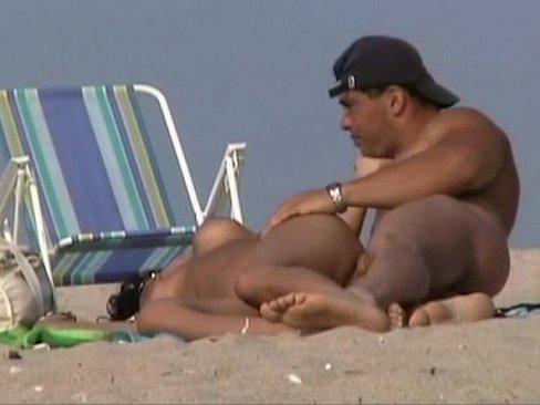 Nudisti Care Se Fut Pe Plaja Si Stau In Pizdele Goale Sunt Filmate