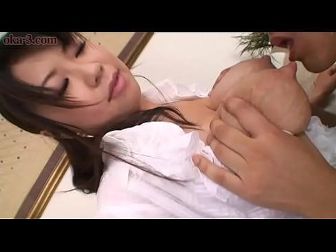 巨乳人妻が母乳をだしながらのマニアックプレイをしております!  素人