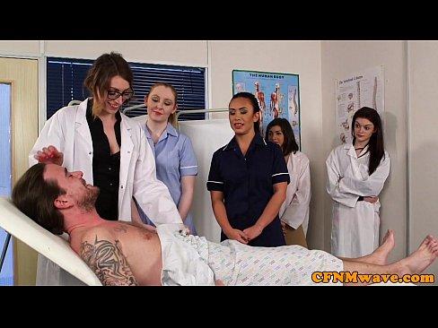 Enfermeiras chupando a rola do paciente