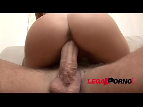 Gozando na cara da novinha depois do sexo