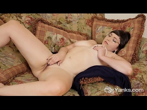 Chesty Amateur Yanks Girl Sandy Masturbating