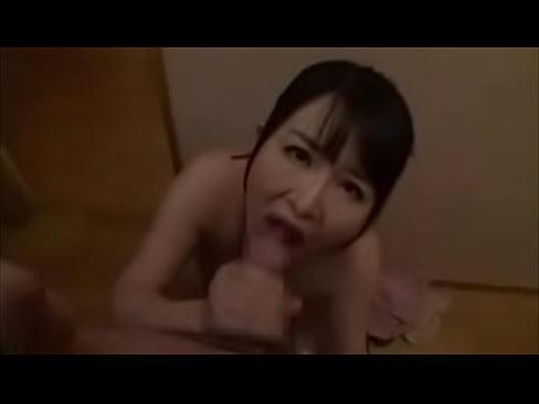 極小ビキニを着せて恥ずかしがる段腹美熟女浅井舞香にフェラ奉仕