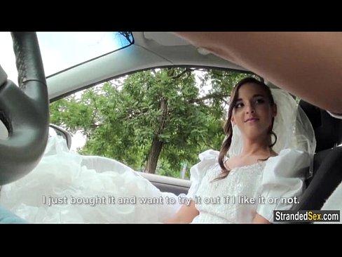 Водитель трахает в жопу невесту сбежавшую от жениха