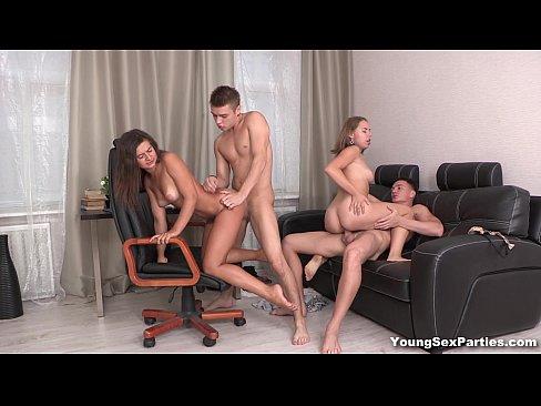 Jovens fazendo sexo com suas namoradas