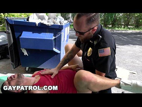 Gay - Policial Gostoso Fodendo Com O Ladrão