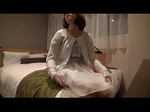 【無料エロ動画】街中でキャッチされた割と真面目そうな小娘たちが次々ハ...