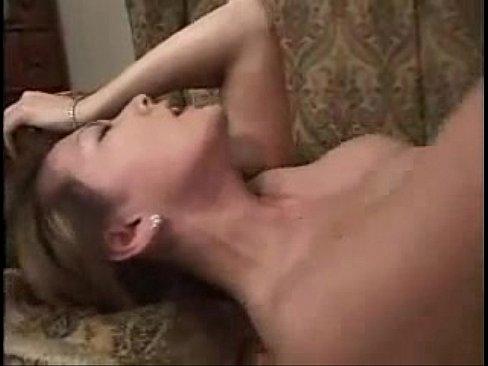 【熟女エロ動画】色気溢れる巨乳熟女とソファの上でハードSEX。最後は口内射精でザーメンを受け止めお掃除フェラ。