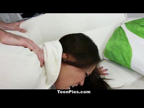 Asiatica Cu Tatele Imense O Suge Si Apoi Vrea Ea Sperma In Pizda