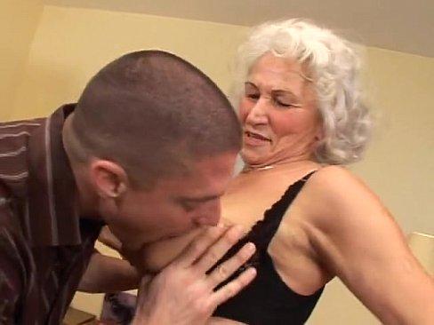 пацаны ебут своих бабулек
