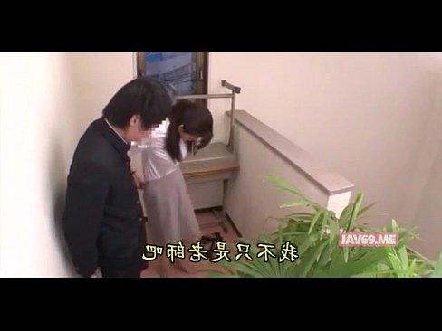 【三浦恵理子】美熟女の教師が学ランの男子学生を手コキしてます♪飛び散っ...