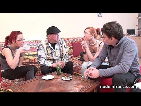 Filme Porno La Tara Bea Cafeaua Si Dupa Se Fut In Grup